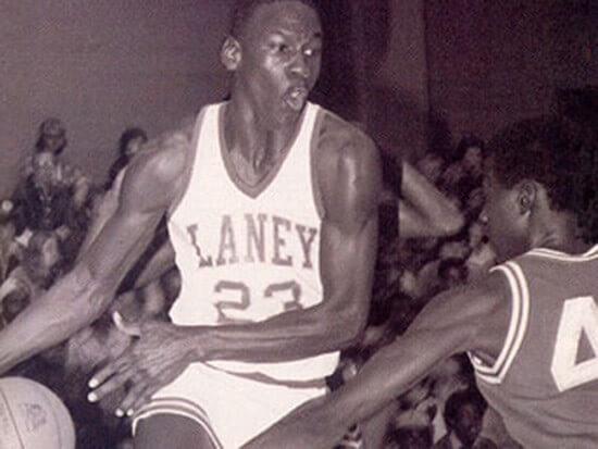 Michael Jordan a été rejeté de son équipe de Basketball au lycée